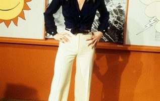 Happy Birthday to Lisa Hartman who turns 65 today! Pictured here on Tabitha.... 2
