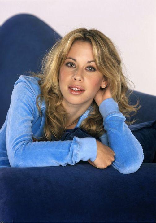 Happy Birthday to Olympic Gold Medal Figure Skater Tara Lipinski who turns 39 to... 1
