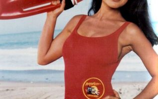 Happy Birthday to Yasmine Bleeth who turns 53 today! Pictured here on Baywatch.... 5