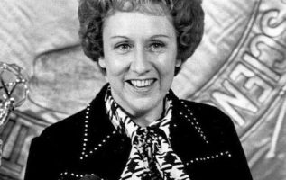 Jean Stapleton (January 19, 1923 - May 31, 2013).... 4
