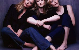Michelle Pfeiffer, Jodie Foster and Meg Ryan photographed by Herb Ritts.... 4