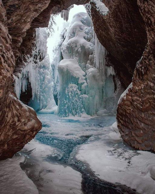 Natural Bridge   Yoho National Park, British Columbia Canada !... 1