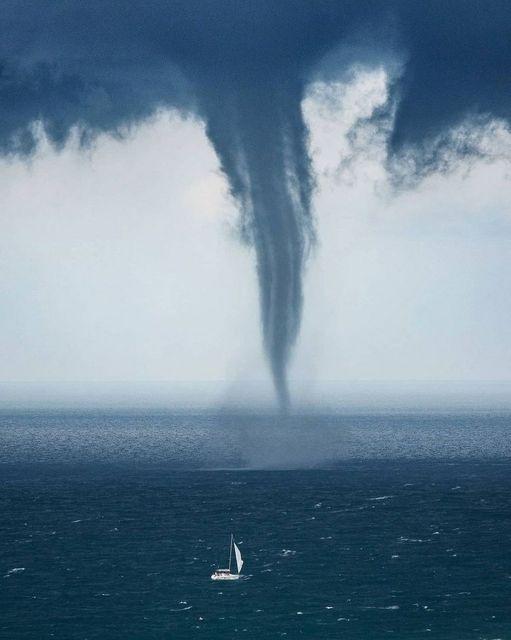 The tornado walks on the sea... 1