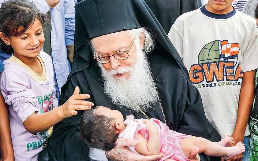 Ήταν 7 Ιουνίου και ο Αρχιεπίσκοπος Αναστάσιος ταξιδεύει στη Λάρισα για να ανακηρ... 1