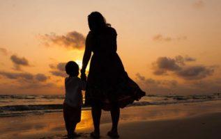Η Γιορτή της Μητέρας έχει ήδη εδώ και δύο χρόνια κλείσει έναν αιώνα. Η ιστορία π...