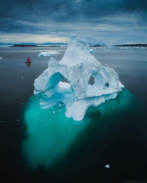 Καταπληκτική αψίδα παγόβουνου στη Γροιλανδία.... 1