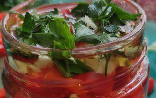 δείτε πώς θα φτιάξετε για τον χειμώνα σπιτικές πιπεριές σε βάζα πανευκολα