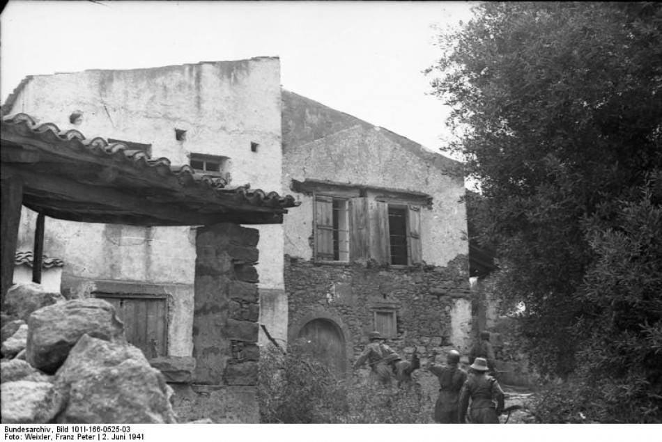 Στις 2 Ιουνίου 1941, Γερμανοί αλεξιπτωτιστές εκτέλεσαν τους άρρενες κατοίκους το... 2