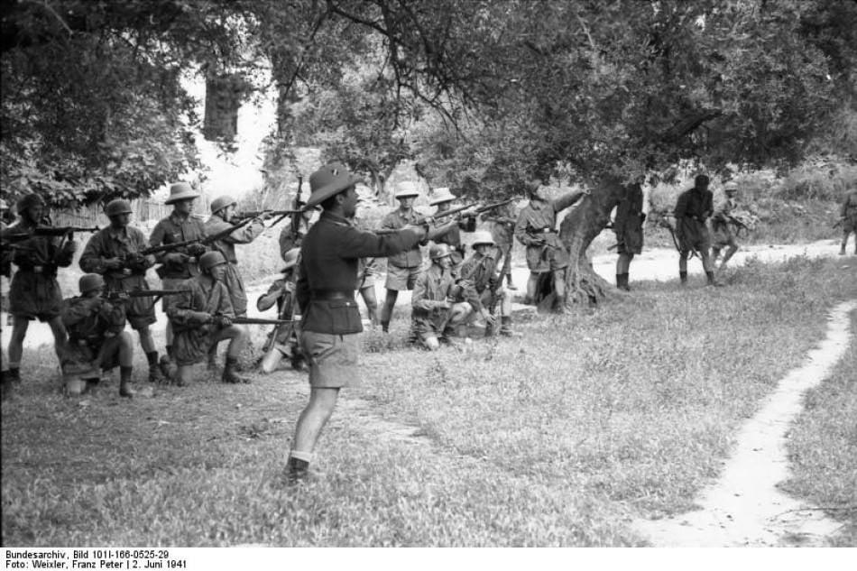 Στις 2 Ιουνίου 1941, Γερμανοί αλεξιπτωτιστές εκτέλεσαν τους άρρενες κατοίκους το... 3