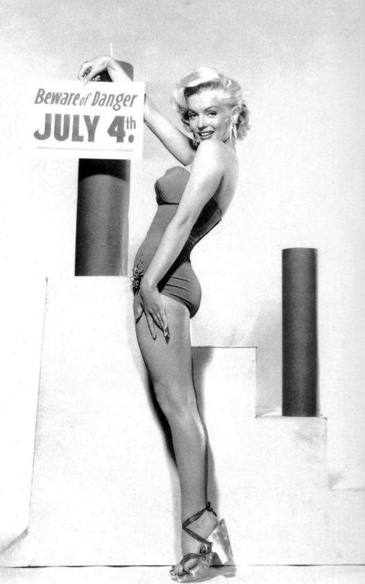 Marilyn Monroe photographed by Bert Reisfeld.... 1