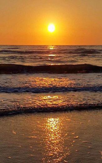 Στο πρόσωπο ενός ηλιοβασιλέματος, ακόμη και οι σκέψεις τείνουν να ακυρώνονται...