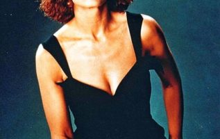 Happy Birthday to Anne Archer who turns 74 today!  Pictured here back in the day...