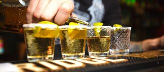 Ιδού ο λόγος που δε πρέπει να βάζουμε ποτέ φέτα λεμόνι στο ποτό μας...