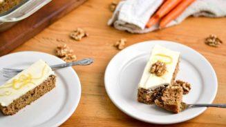 Κέικ χωρίς ζάχαρη με μπανάνα, καρότο και μέλι...