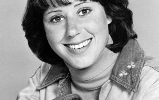 Happy Birthday to Julie Kavner who turns 71 today!...