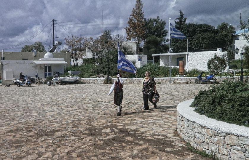 Εξαιτίας της γεωγραφικής τους θέσης τα Δωδεκάνησα δέχθηκαν στην ιστορία τους συν... 1