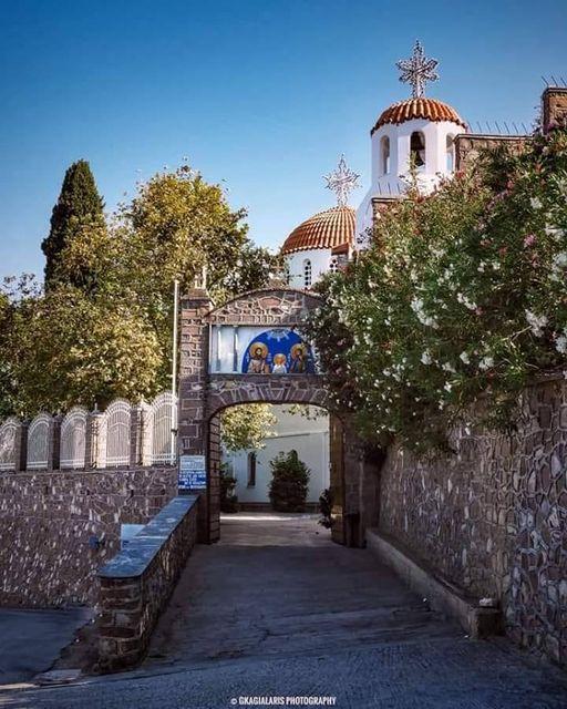 Η Ιερά Μονή του Αγίου Ραφαήλ στον λόφο των Καρυών ή αλλιώς του Καλόγερου, η οπο... 1