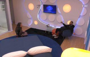 Ο Νίκος συζητάει με την Ευδοκία στο captain's zone