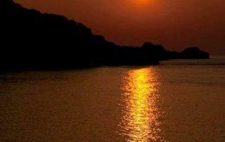 Ποιος είναι ερωτευμένος με τα ηλιοβασιλέματα...έχει καρδιά άλλων εποχών....