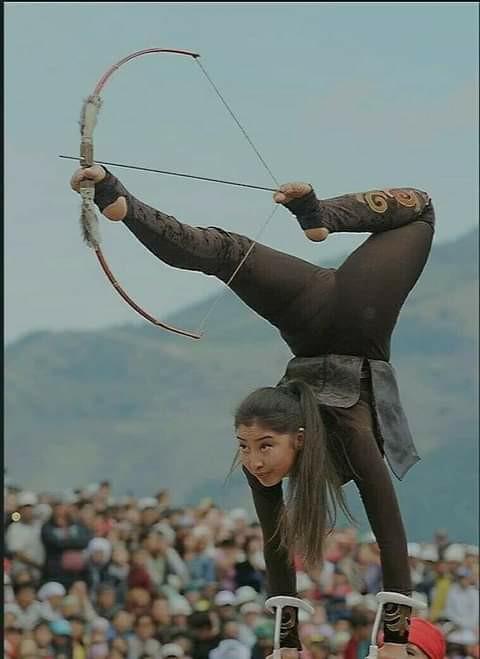 Βάση του ου αιώνα, μ' έναν πανέμορφο Έλληνα ακροβάτη. Η όμορφη Μογγολική γυναίκα... 2