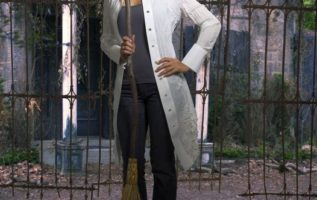 Catherine Bell.  #theseasonofthewitch...