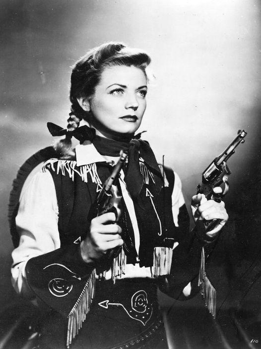 Gail Davis (October 5, 1925 - March 15, 1997) as Annie Oakley.... 1