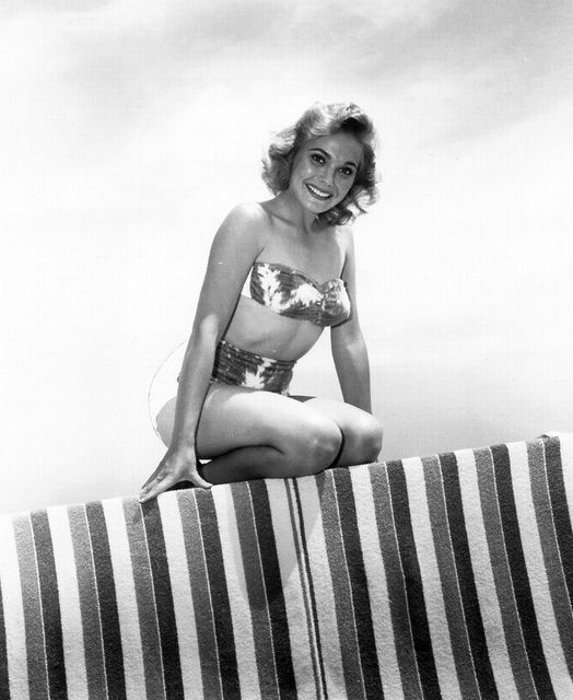 Happy Birthday to Actress Felicia Farr who turns 89 today! Pictured here back i... 1