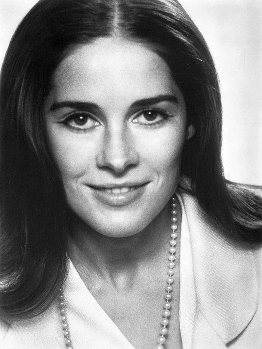 Joan Hackett (March 1, 1934 - October 8, 1983).... 1
