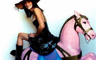 Julia Roberts photographed by Mario Testino.  #theseasonofthewitch...