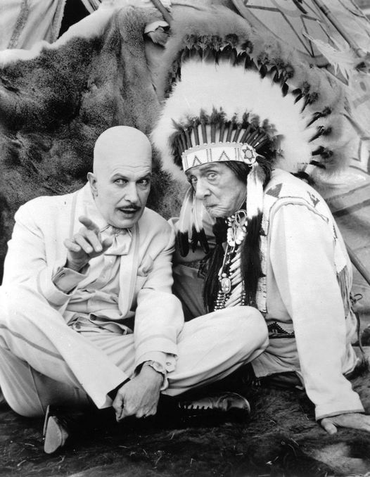 Vincent Price as Egghead and Edward Everett Horton as Chief Screaming Chicken on... 1